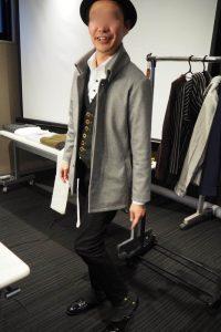 小柄低身長な男性のための小さいXSサイズブランドの返し襟コート