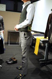 小柄低身長な男性のための小さいXSサイズブランドのスラックス