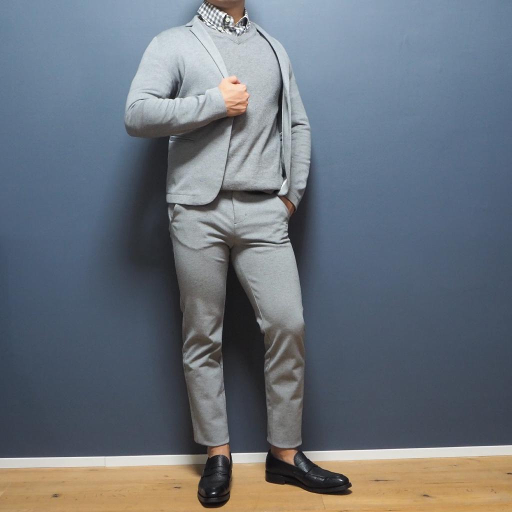 XSサイズのジャケットパンツスタイル