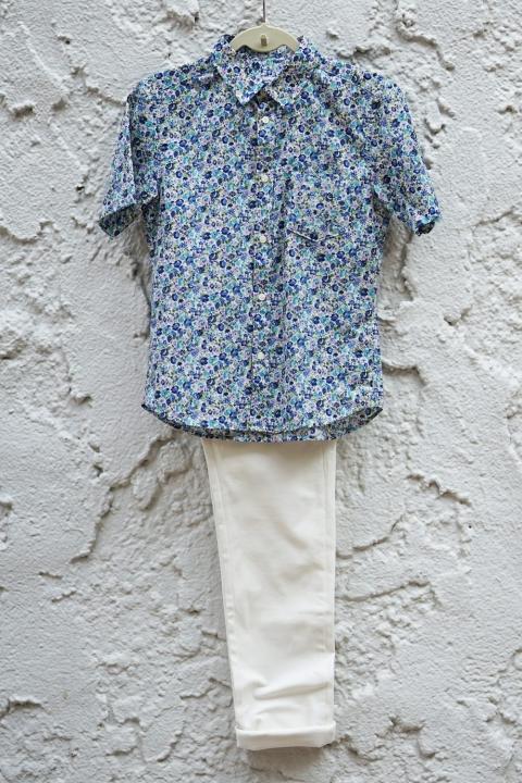 小柄男性 花柄シャツ