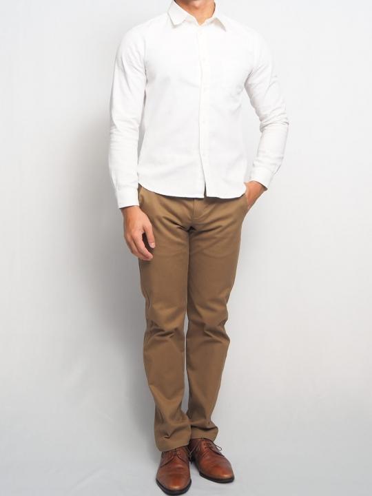 小柄男性 白シャツ